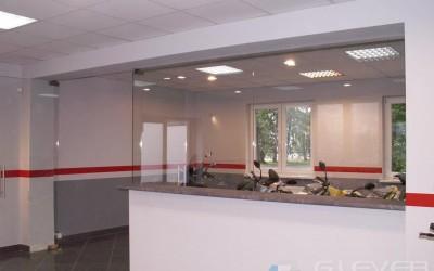 Drzwi oraz ścianki szklane – idealny sposób na powiększenie niewielkiego wnętrza