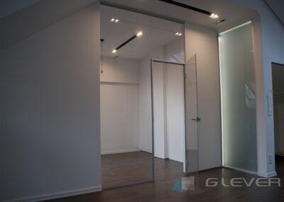 Ścianka z drzwiami w mieszkaniu