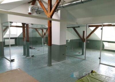 Szklane ścianki w biurze